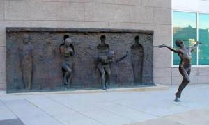 freedom-sculpture-by-zenos-frudakis